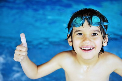 little-boy-at-swimming-pool_rKgl0mTBs